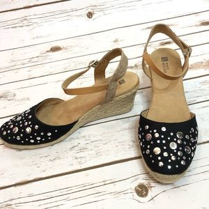 White Mountain Black & Tan Wedges w/ Rhinestones